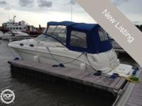 This 2001 Sea Ray 260 Sundancer is the perfect family