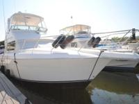 42' Silverton 42 Convertible This beamy yacht utilizes