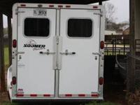 2001 Sooner 5 Horse Trailer. Goosneck. Front and Rear