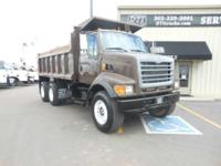 2001 Sterling Trucks LT9500 2001 Sterling LT9500 Tandem
