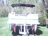 2001 pontoon boat 22ft. , 50 horse Honda 4stroke motor