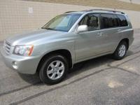 CHECK OUT THIS SPACIOUS 4-dr 2001 TOYOTA HIGHLANDER