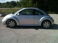 This is a silver VW New Beetle GLX Turbo year 2001