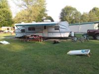2001 29' Wilderness Travel Trailer - Queen, bunk beds,