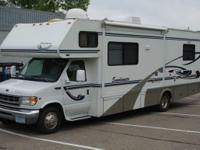Pars Auto presents this stunning 2001 Winnebago Itasca