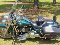 2001 Harley Davidson Road King Classic w/ chrome, 3