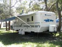 2001 Sunnybrook M26CKS S This travel trailer is self