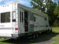 2002 5th wheel camping trailer 4 Winds Classic by Thor