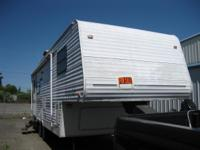 2002 Keystone 24 ft 5th wheel camper with 1 slideout.