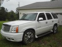 CADILLAC ESCALADE LUXURY - AWD - WHITE - SAND Asking