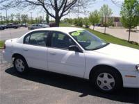 This 2002 Chevrolet Malibu 4dr 4dr Sdn Sedan features a