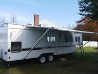 02 25' Travel Trailer, slide out queen bed in manual