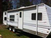2002 Dutchmen Sport Lite Travel Trailer This 28 foot RV