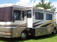 2003 Fleetwood Bounder 37U * Freightliner Chassis.
