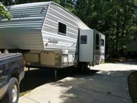 2002 Sandpiper 26ft 5th Wheel by Forest River Queen