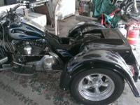 2002 Harley Davidson FLHRCI Road King Classic Trike.