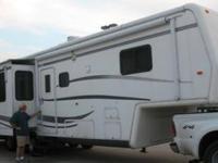 2002 Holiday Rambler Alumascape This travel trailer is