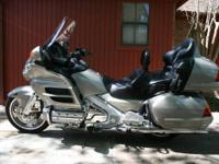 2002 Honda GL1800 Goldwing. PRICE REDUCED!- 2002 Honda