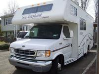 Selling this nice 02 Jayco Grayhawk mini RV with 28,000