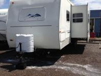 Very nice 2002 29 foot Columbia Edition Travel