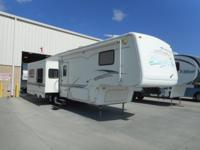 36' fifth wheel with 3 slides. Has stack washer/dryer.