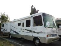 2002 Newmar Dutch Star M-3456 Double slide out w/room