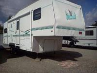 2002 Northwood Nash. 27.5 foot 5th wheel trailer- 4