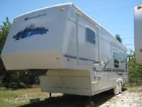 2002 Sunnybrook model 31BKWS fifth wheel trailer. Queen