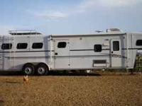 This trailer is set up so nice. Includes: Queen bed in