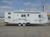 '02 - '03 Wildcat 31' Travel TrailerThis travel trailer