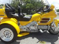 2002 HONDA GOLDWING TRIKE ONLY 38,000 MILES ON IT