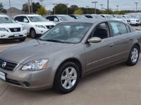 2002 Nissan Altima 4dr Car S Our Location is: Orr