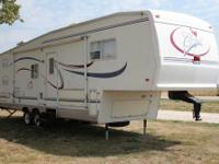 2003 Forest River Cardinal 312BH 5th wheel , fifth