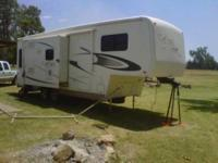 2003 Carriage Cameo LXI. This 5th wheel is fully self