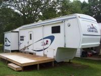 2003 Cedar Creek Fifth Wheel Camper RV 36ft Long, 3
