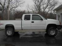 2003 Chevrolet Silverado in Excellent Condition White