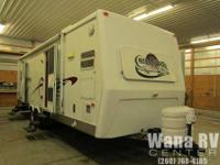 This 2003 Crossroads Cruiser 3030K travel trailer is
