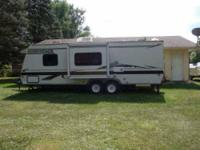 2003 Dutchmen Adirondack in Excellent Condition No