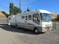 2003 Fleetwood Bounder 35R. Used 35 Class A Motorhome.