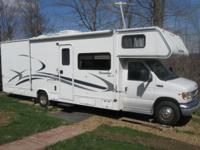 This 2003 30' Woodland River Sunseeker Motorhome is on