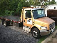 2003 FREIGHTLINER BUSINESS CLASS M2 106 Rollback bed