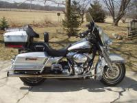 THIS HARLEY DAVIDSON ELECTRA GLIDE CLASSIC IS IN MINT