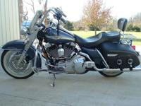 Description 1 owner road king, bought new in '03. foot