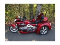This 2003 Honda Goldwing has Motortrikes latest RAZOR