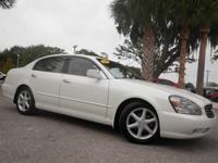 Exterior Color: white, Body: Sedan, Engine: 4.5L V8 32V