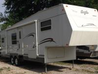 This is an awesome 2003 Jayco 303 RKS Eagle 31 ft Fifth