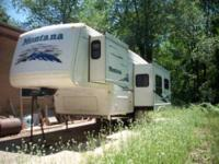 2003 Keystone Montana 2955RL 5th Wheel LIVING ROOM Has