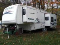 2003 Keystone Montana 3575RL 5th Wheel. This 36 foot RV