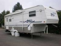 2003 Keystone Springdale 25 ft.5th wheel. - 1 slide