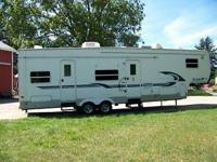 2003 35ft Tailgator Fifth wheel camper. chrome wheels